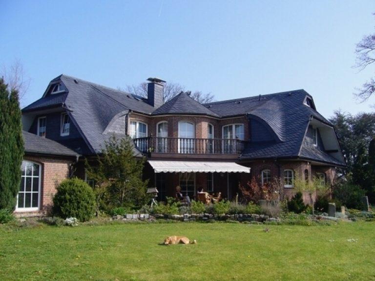 Repräsentative Villa mit 1465 m² Grundstück und Schwimmhalle