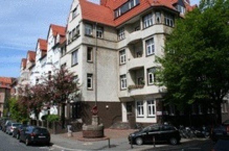 Altbau mit kleiner Dachterrasse am Lister Platz