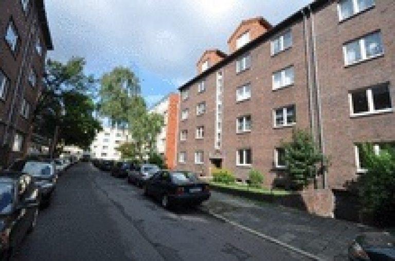 Altbau - Hochpaterre mit 2 Balkonen, Garage und Garten in Eilenriedenähe