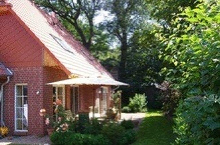 Freistehendes Einfamilienhaus mit großem Garten (Neubau)