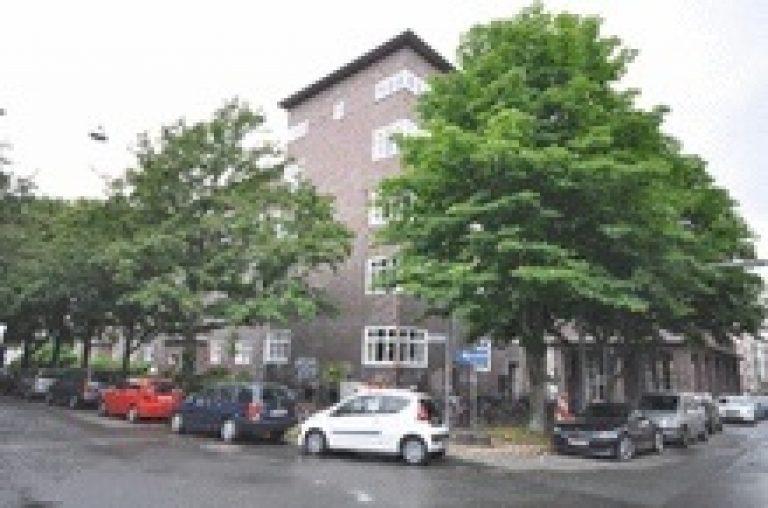 5-Zimmer-Altbauwohnung mit Balkon