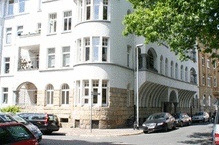 Sanierter Altbau mit Parkett und zwei Balkonen in der List