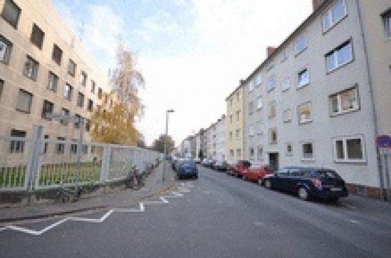 Ruhiges Wohnen in der List mit Parkett, Balkon und Einbauküche