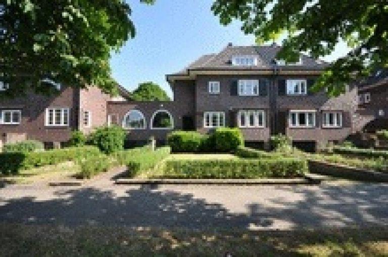 Aufwendig saniertes Stadthaus mit Tiefgarage in der Gartenstadt Kleefeld